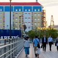 今年(2018年)4月にオープンした「レゴランド・ジャパン・ホテル」 - 2:メイカーズ・ピア入り口前から見たホテル