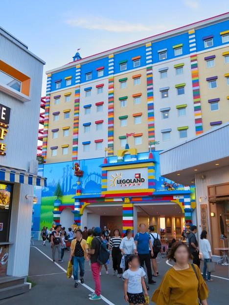 今年(2018年)4月にオープンした「レゴランド・ジャパン・ホテル」 - 6:メイカーズ・ピアから見上げたホテル