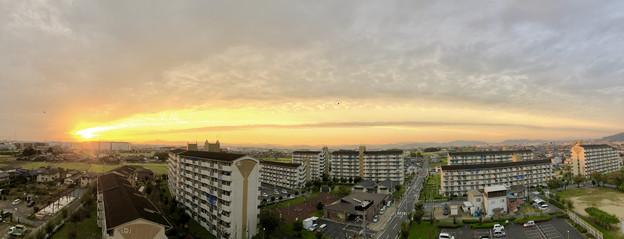 夕日に向かってまっすぐ伸びていた雲 - 1
