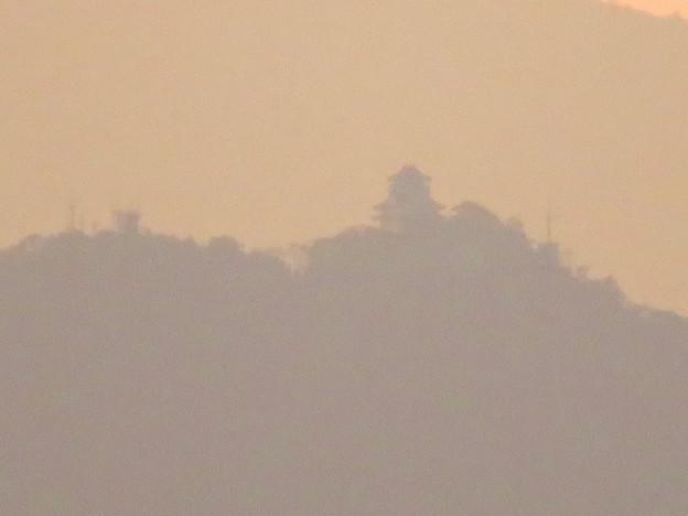 写真: 県営岩崎住宅から見た夕暮れ時の岐阜城・金華山 - 4