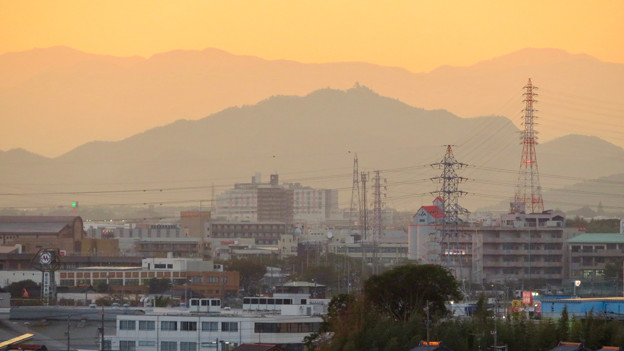 写真: 県営岩崎住宅から見た夕暮れ時の岐阜城・金華山 - 6