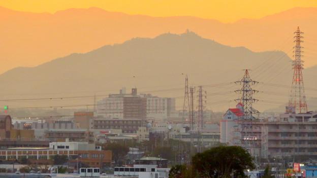 県営岩崎住宅から見た夕暮れ時の岐阜城・金華山 - 7