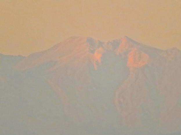 県営岩崎住宅から見た夕暮れ時の御嶽山 - 5:山頂部