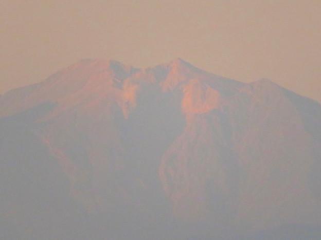県営岩崎住宅から見た夕暮れ時の御嶽山 - 6:山頂部