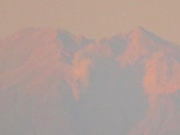 県営岩崎住宅から見た夕暮れ時の御嶽山 - 8:山頂部