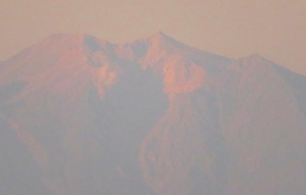県営岩崎住宅から見た夕暮れ時の御嶽山 - 9:山頂部