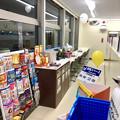 写真: ローソン東野町5丁目店の新店舗に珍しい窓際のイートインスペース - 1