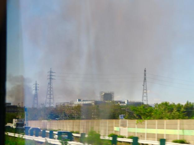 東名高速走行中の高速バスから撮影した国盛化学の火事 - 1