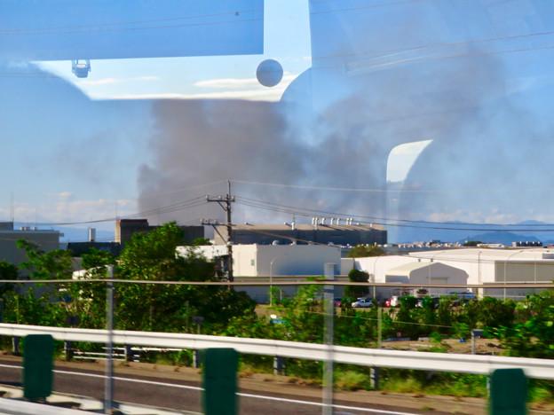 東名高速走行中の高速バスから撮影した国盛化学の火事 - 2