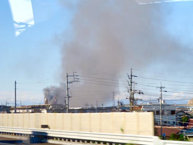東名高速走行中の高速バスから撮影した国盛化学の火事 - 6
