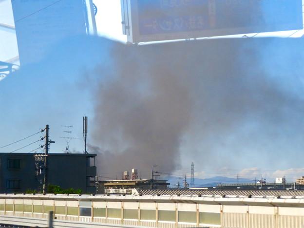 東名高速走行中の高速バスから撮影した国盛化学の火事 - 7