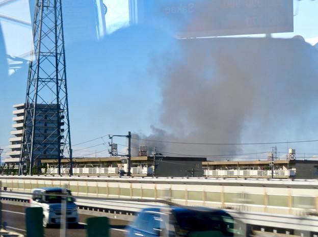 東名高速走行中の高速バスから撮影した国盛化学の火事 - 8
