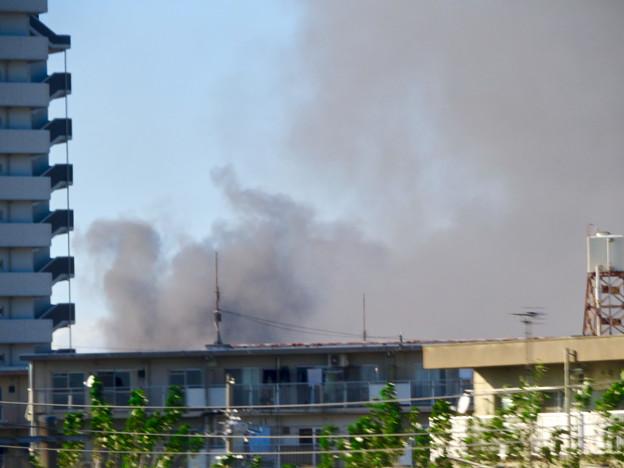 東名高速走行中の高速バスから撮影した国盛化学の火事 - 9