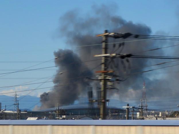 東名高速走行中の高速バスから撮影した国盛化学の火事 - 16