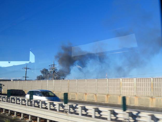 東名高速走行中の高速バスから撮影した国盛化学の火事 - 30