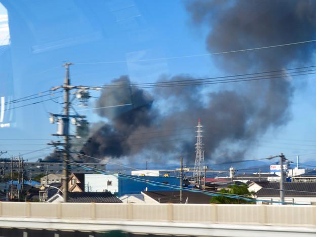 東名高速走行中の高速バスから撮影した国盛化学の火事 - 32