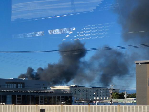 東名高速走行中の高速バスから撮影した国盛化学の火事 - 36