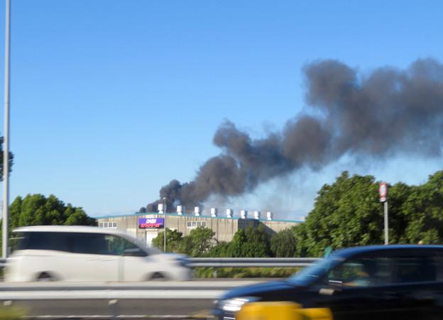 東名高速走行中の高速バスから撮影した国盛化学の火事 - 43