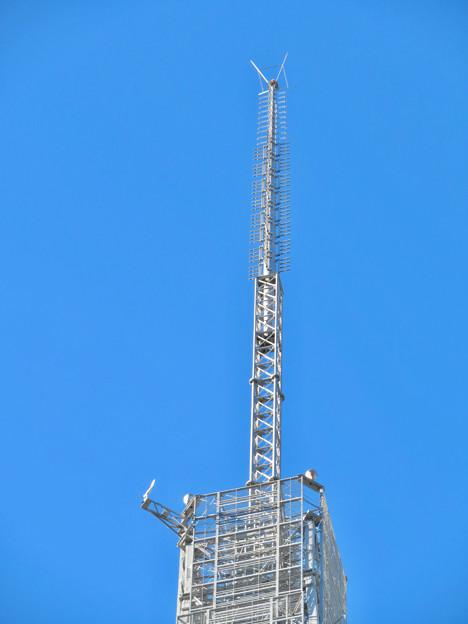 真下から見上げた名古屋テレビ塔頭頂部 - 2