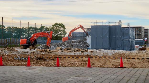 解体工事中の朝宮公園のプール - 2