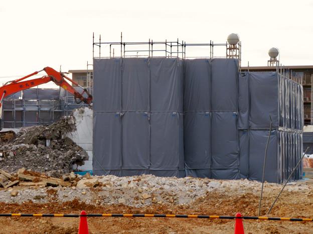 解体工事中の朝宮公園のプール - 3