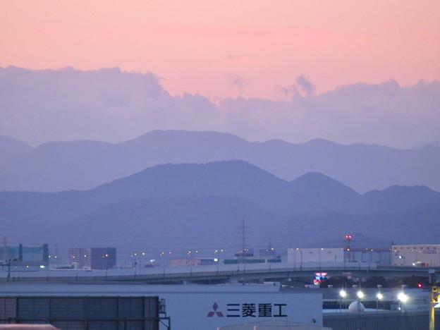 エアポートウォーク名古屋 No - 3:連なる稜線と雲