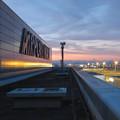 写真: エアポートウォーク名古屋 No - 14:夕暮れ時のスカイデッキから見た景色