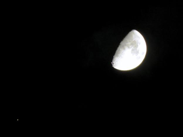 写真: 並んで輝く月と火星(2018年10月18日)
