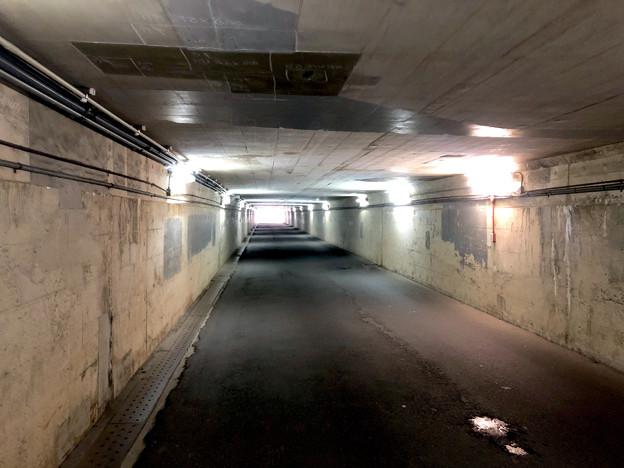 JR中央線下を通る狭い車道 - 4