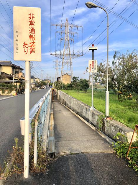 JR中央線下を通る狭い歩道 - 1