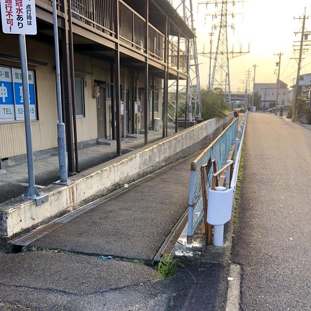 JR中央線下を通る狭い歩道 - 4