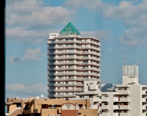 名古屋高速の高速バス車内から見た昼間の「アンビックス志賀ストリートタワー」 - 2