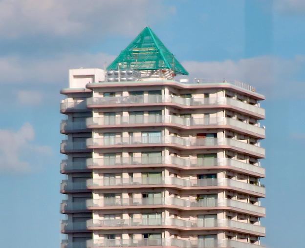 名古屋高速の高速バス車内から見た昼間の「アンビックス志賀ストリートタワー」 - 3