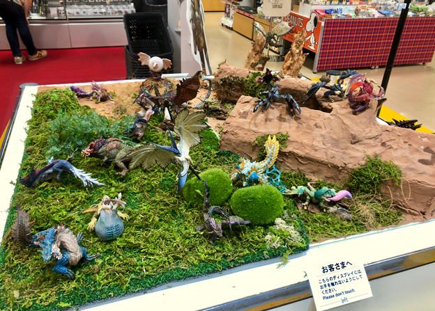 ロフト名古屋:モンハン関連グッズや資料の展示 - 1