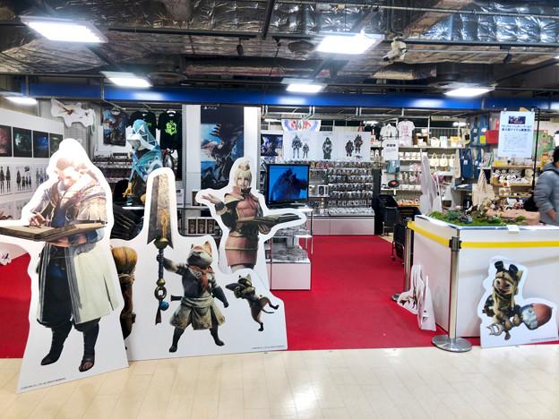 ロフト名古屋:モンハン関連グッズや資料の展示 - 3