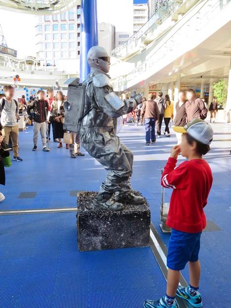 NAGOYA大道芸フェスティバル 2018 - 12:彫像の様に静止してた大道芸人の方(スタチュー)