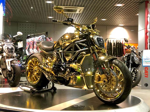国道19号沿いのバイク屋さんに「ナイト・オブ・ゴールド」みたいなバイクが!? - 2