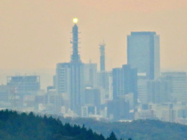 定光寺展望台から見た景色:NTTドコモ名古屋ビルと中京テレビ新本社、グローバルゲート