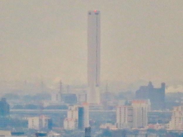 定光寺展望台から見た景色:三菱電機稲沢製作所のエレベーター試験棟 - 3