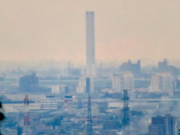 定光寺展望台から見た景色:三菱電機稲沢製作所のエレベーター試験棟 - 4