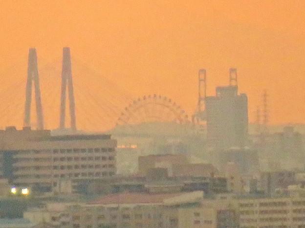 定光寺展望台から見た景色:名港中央大橋とシートレインランドの大観覧車 - 5