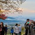 秋の定光寺(2018年11月18日) - 24:賑わう展望台と遠くに見える名駅ビル群