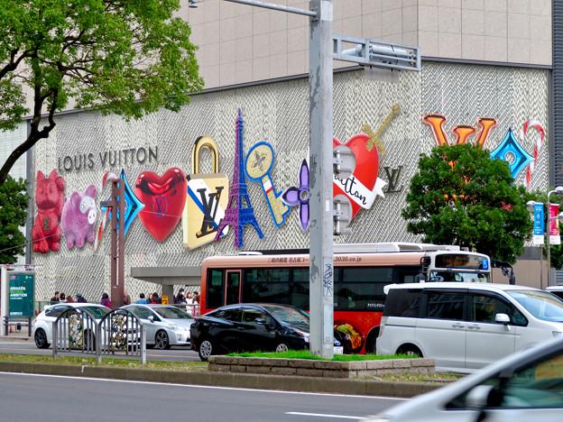 ミッドランドスクエア1階「ルイヴィトン」の壁の装飾 - 2