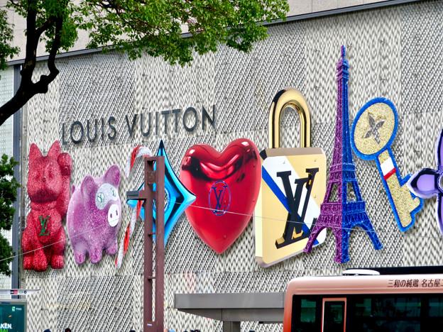 ミッドランドスクエア1階「ルイヴィトン」の壁の装飾 - 3