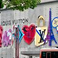 Photos: ミッドランドスクエア1階「ルイヴィトン」の壁の装飾 - 3