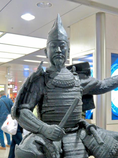 名古屋駅西口に桶狭間合戦場PRの織田信長像と今川義元像 - 4