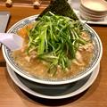 写真: 丸源ラーメン「ねぎ肉ラーメン」