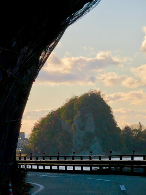県道185号栗栖犬山線の巨大な岩場が飛び出してる場所 - 5