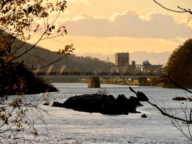 夕暮れ時の犬山橋 - 1