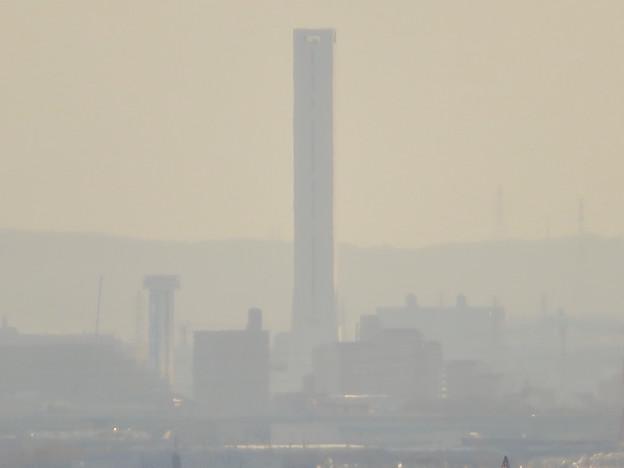 寂光院の展望台から見た景色 - 18:三菱電機稲沢製作所のエレベーター試験棟